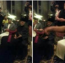 Pir Saqib Shami Duplicate kissing Dr Tahir ul Qadri